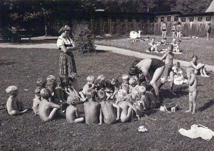 Kindergarten im Bad Stich 1941 (Foto: Helga Duffek-Kopper)
