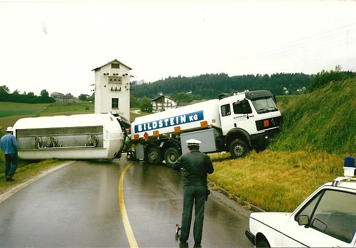 Unfall mit Tankwagen 1989verletzt.