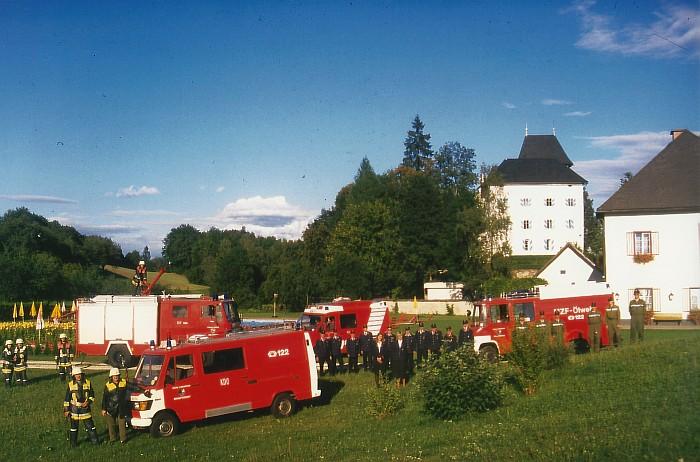 Die FFK präsentiert sich vor dem Schloss Drasing, 1998