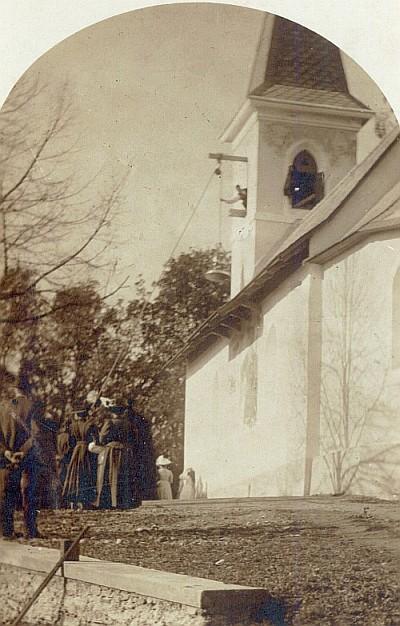 Die Georgskirche in Krumpendorf bekommt eine neue Glocke, 1922. Foto: Dr. Judithmarie Schindler-Kunewald