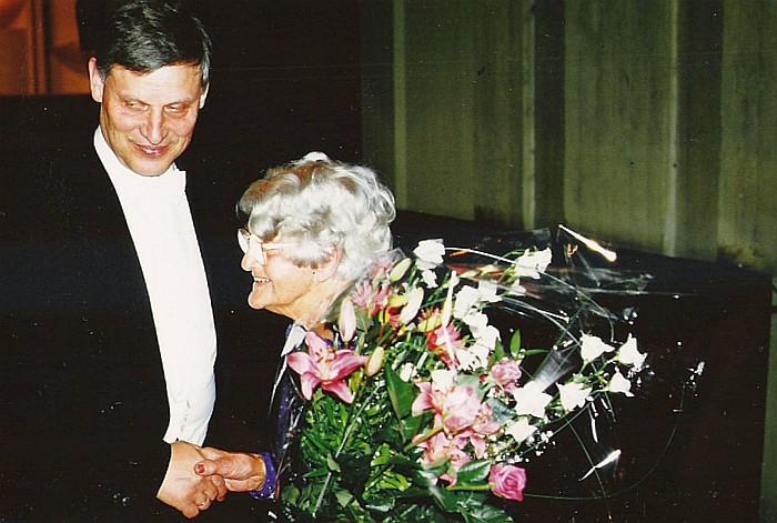 Kläre Hoschek-Mühlheim mit Helmut Wulz