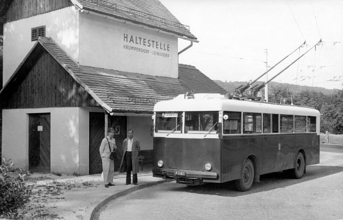 Obus-Endhaltestelle Krumpendorf - Leinsdorf, Fahrer und Schaffner