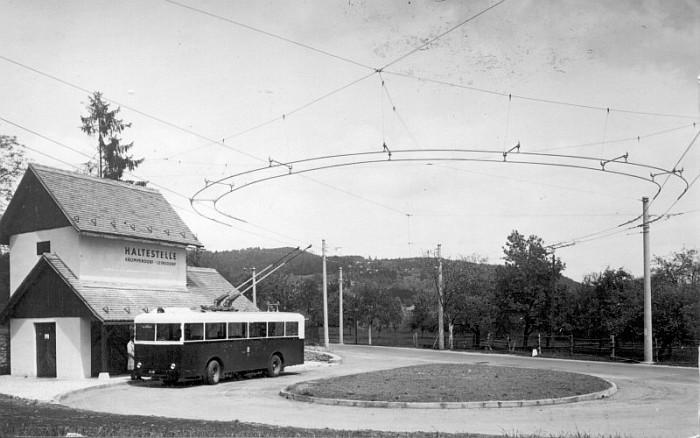 Obus-Endhaltestelle Leinsdorf mit Ringleitung