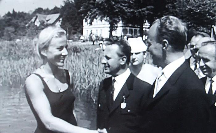 Renate Hansluvka neben Bgm. Neidhardt 1966