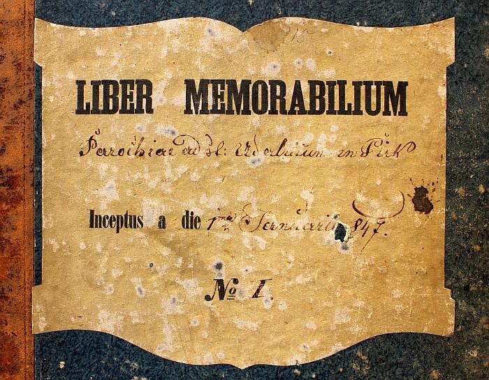 Einband des Gedenkbuches der Pfarre Krumpendorf