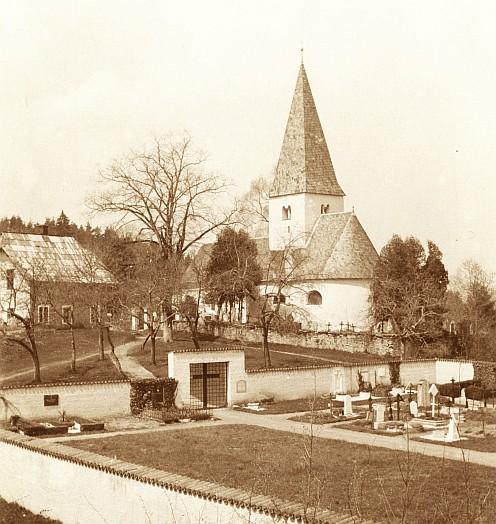 Ulrichskirche in Pirk mit neuem Friedhof 1937 (Foto:  Schindler-Kunewald)
