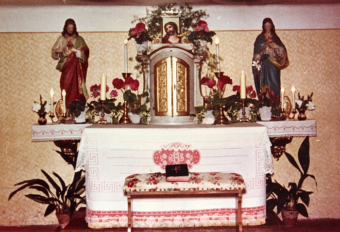 Altar in der Pfarrhauskapelle 1959