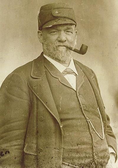 Kapitän Scherrl als Bootsbauer in Krumpendorf 1896