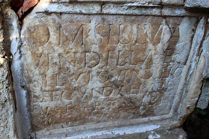 Römischer Grabstein im Schlossgarten