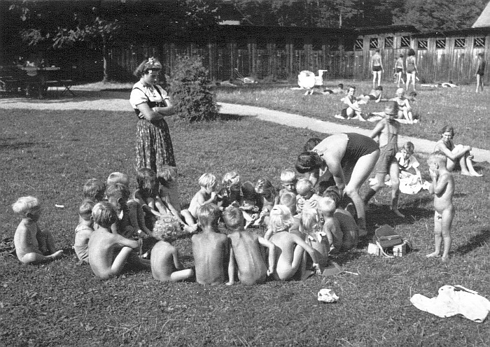 Kindergarten Krumpendorf im Bad Stich 1941