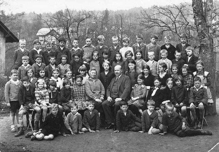 Klassenfoto Volksschule Krumpendorf ca. 1929 mit Schuldirektor Filla Schüler der Jahrgänge ca. 1919/20