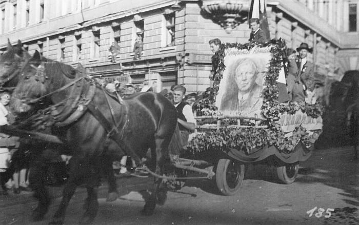 Komauer-Wagen bei 10. Okt. Feiern 1948