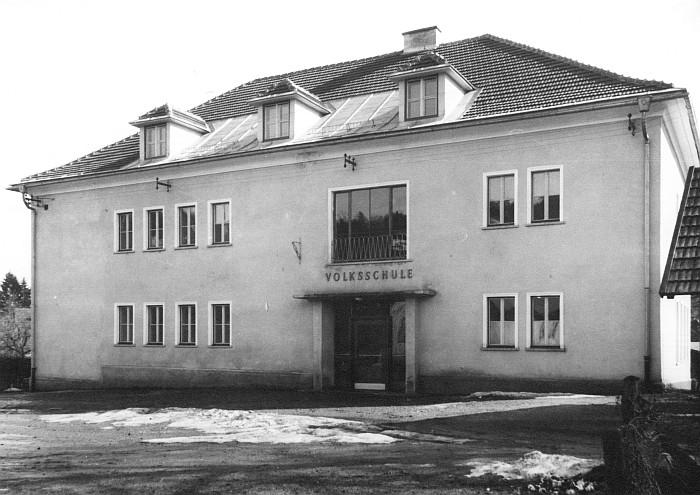 Umgebaute Volksschule 1952