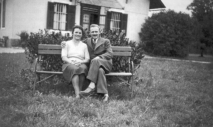 Maria und ihr Bruder Christian Schneidinger ca. 1935-37